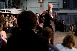 Joe_Biden_at_Middle_Class_Task_Force_Town_Hall_Meeting_in_St._Cloud,_MN_3-19-09_2